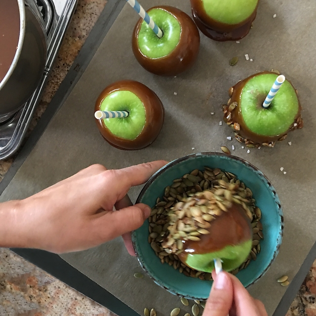prep caramel apple roll